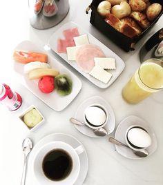 Good morning Sunday! Breakfast before heading to today's long shoot!  ---------- Bom dia Domingo! Café delicia antes de sair para a filmagem longa de hoje  #workingSunday #Domingo by camilacoelho