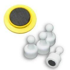 Güçlü mıknatısa sahip olmayan pano mıknatısı ancak süstür! Pano mıknatısları, manyetik malzemelerden (manyetik malzemeler: demir, sac, nikel, kobalt, çelik) hazırlanmış panolar üzerinde gerek yer belirlemek, gerekse de eğer tutturulacak notlarınız varsa bunları tutturmak için kullanılan ürünlerdir. www.magnettoptan.com #magnet #magnetlimıknatıs #mıknatıslımagnet