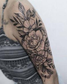 Half Sleeve Tattoo Upper Arm, Tattoos For Women Half Sleeve, Upper Arm Tattoos, Quarter Sleeve Tattoos, Girl Arm Tattoos, Mom Tattoos, Body Art Tattoos, Front Shoulder Tattoos, Shoulder Tattoos For Women