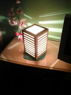 Luminaria em madeira de pinus