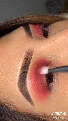 Edgy Makeup, Pink Eye Makeup, Eye Makeup Art, Girls Makeup, Eyebrow Makeup, Skin Makeup, Beauty Makeup, Creative Eye Makeup, Red Eyeshadow Makeup