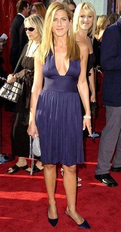 Blake Lively, Jennifer Aniston, Halle Berry, more who had some skin in the game on TV& biggest night Jennifer Aniston Style, Jennifer Aniston Pictures, Beautiful Celebrities, Beautiful Actresses, Gorgeous Women, Jeniffer Aniston, Princess Outfits, Sexy Older Women, The Dress