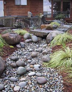 Hovorí sa mu tiež kamenný potok. Ide o skvelý trik, pomocou ktorého transformujete akýkoľvek konvenčný pozemok na rozprávkový kút. Naučíme vás ako to zvládnete za jeden víkend.