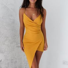 30 Gorgeous Dresses That You'll Love For Your NYE Party - Feminine Buzz vestidos! Zara Dresses, Sexy Dresses, Evening Dresses, Short Dresses, Fashion Dresses, Formal Dresses, 1920 Dresses, Wrap Dress Formal, Tight Dresses