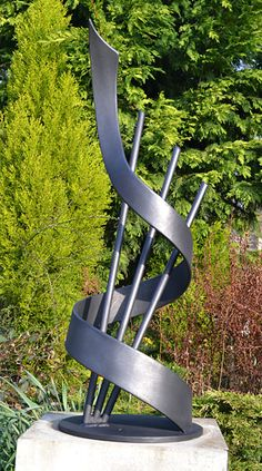 "Garden Sculpture Art Inspiration There is a garden which is designed for the presentation of collections of sculptures in a courtyard or landscape surroundings. This garden is a so-called ""sc… Metal Sculpture Artists, Steel Sculpture, Modern Sculpture, Sculpture Ideas, Garden Sculptures, Art Sculptures, Welding Art Projects, Metal Welding, Arc Welding"