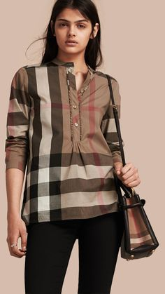 Shop the latest womenswear from Burberry including seasonal trench coats, leather jackets, dresses, denim and skirts. Ruffle Shirt, Tunic Shirt, Shirt Sleeves, Camisa Burberry, Cotton Tunics, Cotton Shirts, Loose Shirts, Nice Tops, Casual Wear