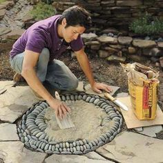 How to make a pathway mosaic. Mark Powers spreading topping mix over his pebble mosaicDIY Pebble Mosaic--This is a really clear tutorial.crafts for gadern: mosaic of pebbles tutorialMark Powers terjedést feltöltési mix az ő kavics mozaikHow to Ma Pebble Mosaic, Stone Mosaic, Mosaic Art, Rock Mosaic, Mosaic Walkway, Mosaic Rocks, Pebble Stone, Garden Crafts, Garden Projects