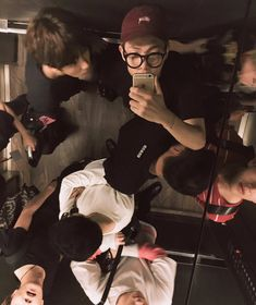 그리고 윤기형은 한 번을 쳐다봐주질 않았다고 하는데.. / And this happened the one time Yoongi hyung didn't look at the mirror.. ❤ #BTS #방탄소년단