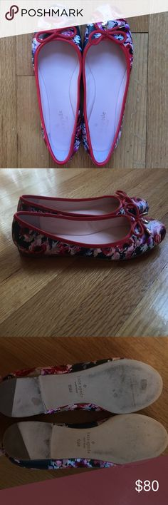 "Kate Spade Willa Flat 6.5 This 6.5 hazy floral flat has only been worn indoors a few times! The top of the shoes are in brand new condition with no scratches or chips. The ""Kate spade"" on the inside of the shoes is wearing a bit. The bottom of the shoes are scuffed. kate spade Shoes Flats & Loafers"