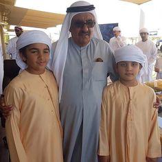Hamdan bin Rashid bin Saeed Al Maktoum con sus sobrinos-nietos, Hamad bin Mohammed bin Hamad Al Shaqi y Mohammed bin Rashid bin Mohammed Al Maktoum, 07/01/2017.  Vía: hbralmaktoum