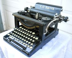 Antique Rare Early Form LC Smith and Corona Typewriter Needs Restoration and/or Cleaning Vintage Suitcases, Vintage Luggage, Vintage Typewriters, Corona Typewriter, Antique Typewriter, Vintage Phones, Vintage Market, 1930s, Hans Wegner