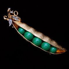TRIFARI green enamel Peas in a Pod florentine finish goldtone brooch Black Diamond color rhinestones VINTAGE Minty