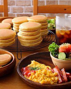 野崎智恵子's dish photo ホットケーキで朝ごはん | http://snapdish.co #SnapDish #朝ご飯 #ドーナツ/クレープ/パンケーキ