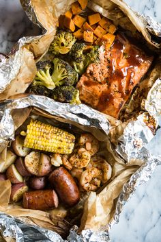 2 Easy Seafood Grilled Foil Packet Dinners - Fed and Fit Foil Packet Dinners, Foil Pack Meals, Foil Dinners, Quick Summer Meals, Easy Meals, Grilling Recipes, Seafood Recipes, Dinner Recipes, Barbecue Original