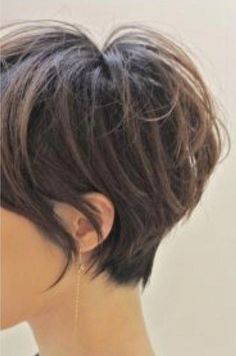 Long pixie hairstyles are a beautiful way to wear short hair. Many celebrities are now sporting this trend, as the perfect pixie look can be glamorous, elegant and sophisticated. Here we share the best hair styles and how these styles work. Long Pixie Hairstyles, Stacked Bob Hairstyles, Oval Face Hairstyles, Lob Hairstyle, Cool Hairstyles, Office Hairstyles, Anime Hairstyles, Hairstyles Videos, Hair Updo