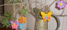 Easter hanging decorations Recycled Crafts Kids, Crafts For Kids, Arts And Crafts, Edible Crafts, Clay Crafts, Clay Ornaments, Christmas Ornaments, Family Crafts, Craft Tutorials