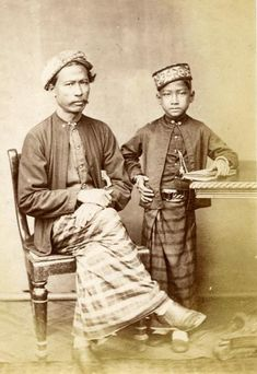 There is a sizable Malay community in Sri Lanka, descended from soldiers, convicts, and political exiles brought from Dutch and British colonies in East Indies and Malaya. The Sri Lankan Creole Malay varieties spoken by the community, are currently endangered as they are no longer spoken by the younger generation.This move was ideologically favoured by the urban segment of the community as it enables them to feel linked to the larger Malay groups in Southeast Asia.
