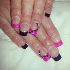 Pink and Black Nails, Pink, Beauty, Black, Finger Nails, Ongles, Black People, Pink Hair, Beauty Illustration