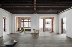 What a space! I could easily see this being a collaborative office / studio.