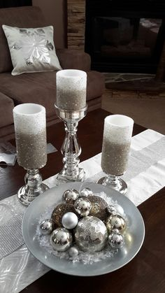 Pin by Shenell Felix on Xmas Decor Silver Christmas Decorations, Country Christmas Decorations, Christmas Table Settings, Christmas Centerpieces, Christmas Colors, Simple Christmas, Winter Christmas, Christmas Home, Christmas Crafts