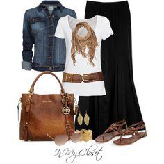 Look tipo boho, con falda súper larga, en negro, camiseta básica blanca y cazadora vaquera con complementos en cuero.