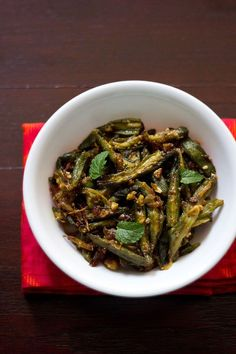 lahsuni bhindi recipe with step by step photos. this is an very easy and spicy bhindi recipe and won't take much of your time. flavored with garlic, chilies and onions. a spicy bhindi recipe that goes extremely well with rotis or phulkas. Indian Okra Recipes, Indian Vegetable Recipes, Veg Recipes Of India, Veggie Recipes, Appetizer Recipes, Appetizers, Spicy Recipes, Cooking Recipes, Healthy Recipes