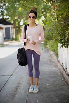 Me gusta esta camiseta suelta y oversize para ir a conjunto con las mallas ajustadas. Te dan un toque de libertad y estilo muy cómodo para ir a las clases de pilates, yoga, o incluso ¡spinning!