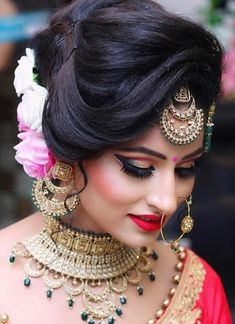 Kudos to makeup artist for doing such a fascinating bridal makeup! {Photo: Angels Make-up Studio & Beauty Care} Pakistani Bridal Hairstyles, Bridal Hairstyle Indian Wedding, Pakistani Bridal Makeup, Indian Wedding Makeup, Bridal Hair Buns, Best Bridal Makeup, Bridal Hairdo, Bridal Makeup Looks, Bride Makeup