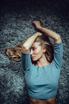 Photographer Lennart Bader creates intimate portraits with beautiful, pastel…