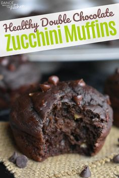Double Chocolate Zucchini Muffins, Healthy Chocolate Muffins, Healthy Muffins, Healthy Desserts, Just Desserts, Dessert Recipes, Jewish Desserts, Healthy Breakfasts, Ww Recipes
