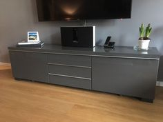 Hersteller: Ikea Modell: Besta Burs Zustand: Gut Farbe: Hochglanz Grau Maße:
