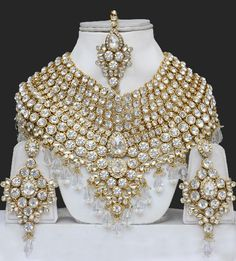 Wedding jewelry sets with style indian wedding jewelry consisting of necklace and earrings also headdress made of gold which is decorated with diamonds Tikka Jewelry, India Jewelry, Body Jewelry, Jewelery, Fine Jewelry, Silver Jewelry, Silver Ring, Men's Jewelry, Glass Jewelry