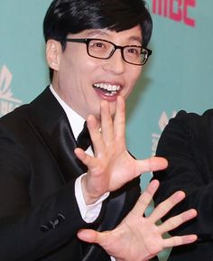 Yoo Jae Suk plans on performing with EXO at the Bangkok concert . According to the naver site source, Yoo Jae Suk has been . Site Source, Yoo Jae Suk, Running Man, Bangkok, Entertainment, Asian, How To Plan, Concert, Hall Runner