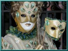 costume , mystére , beauté ,élégance ,mon rêve a moi .