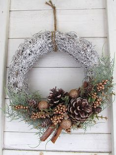 Christmas Flower Decorations, Christmas Floral Arrangements, Christmas Ornament Wreath, Christmas Door Wreaths, Diy Christmas Tree, Holiday Wreaths, Mery Crismas, Woodland Christmas, Diy Wreath