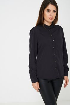 This black shirt from BIK BOK is designed with an elegant pointed collar and double button cuffs. Casual Outfits, Fashion Outfits, Shirt Blouses, Shirts, Summer Wear, Beachwear, Mens Fashion, Hoodies, Elegant