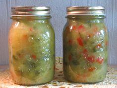 Kurkku ja paprika mausteineen maistuva lisäke. Kananmunaton, kasvisruoka, vegaani, maidoton. Reseptiä katsottu 16755 kertaa. Reseptin tekijä: AIMATO. Pickles, Cucumber, Mason Jars, Food And Drink, Red Peppers, Mason Jar, Pickle, Zucchini, Pickling