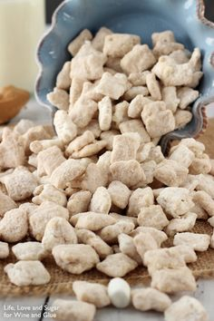 This Fluffernutter Puppy Chow is a fun, easy treat to make! And it combines two delicious flavors – peanut butter and marshmallow. Have you ever had a fluffernutter sandwich? It was a favorite of mine (Peanut Butter Chex Mix) Easy Puppy Chow Recipe, Puppy Chow Snack, Puppy Chow Recipes, Peanut Butter Puppy Chow Recipe, Snack Mix Recipes, Snack Mixes, Brownies, Muddy Buddies Recipe, Jelly Cookies