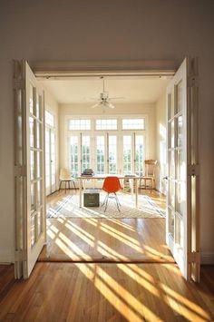 Windows. High ceiling. Windows. Bright light. Windows.