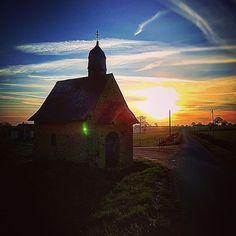 La jolie petite #chapelle de la Rouaudière à Laigné en #sudmayenne au petit matin #Mayenne #instamoment #instapic #instamood #slowlydays #igerspaysdelaloire #igersfrance #igersmayenne #campagne #patrimoine (à Laigné, Pays De La Loire, France)