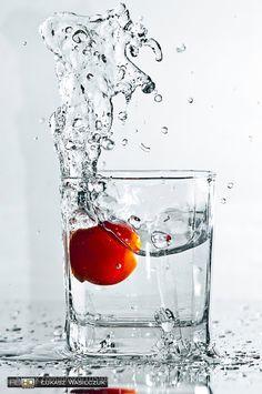 Splash in glass Motion Photography, Splash Photography, Photography Projects, Still Life Photography, Artistic Photography, Creative Photography, Food Photography, Fruit Splash, Photo Splash