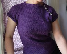 Ravelry: Arleen pattern by Dona Knits Want to knit this on vacation. Small project, easy to take along. Will use cotton for summer.