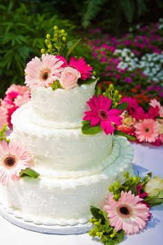 Maybe having these flowers on the cake since I want them for the bouquets