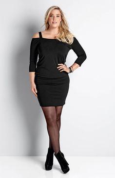 Mała czarna - krótka sukienka z odkrytymi ramionami, 129 zł.