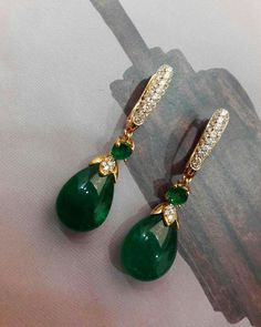 These elegant gold, diamond and emerald drop earrings enhanced with cabochon emeralds that glow mysteriously from within, are exactly what we need to remain jolly all year long ✨✨and are so Beautiful! Gold Earrings Designs, Gold Jewellery Design, Necklace Designs, Gold Jewelry Simple, Fine Jewelry, Stylish Jewelry, Geek Jewelry, India Jewelry, Jewelry Art