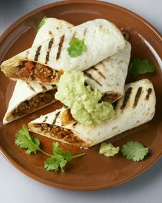Burrito's met gehakt en guacamole - Lilly is Love Burritos, Guacamole, I Want Food, Love Food, Fast Dinners, Easy Meals, Mexican Food Recipes, Healthy Recipes, Recipes From Heaven