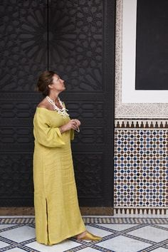 Woman in the courtyard of restaurant Le Marocain of Hotel La Mamounia in Marrakech Moroccan Design, Moroccan Decor, Moroccan Style, Moroccan Interiors, Mamounia Marrakech, Marrakech Morocco, Morrocan Doors, Japanese Tea Table, Contemporary Classic