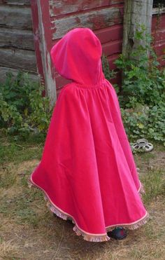 Little Red Riding Hood cape for the dressups box - pattern/tutorial