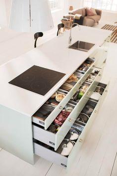 Marbodal Arkitekt plus lingrön lådor köksö