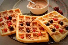Gofre belgiene cu vanilie Crepes, Waffles, French Toast, Brownies, Sweets, Chicken, Breakfast, Food, Drink